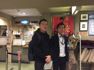 左がチェ・ヒョンジュン氏。ミリム劇場の代表